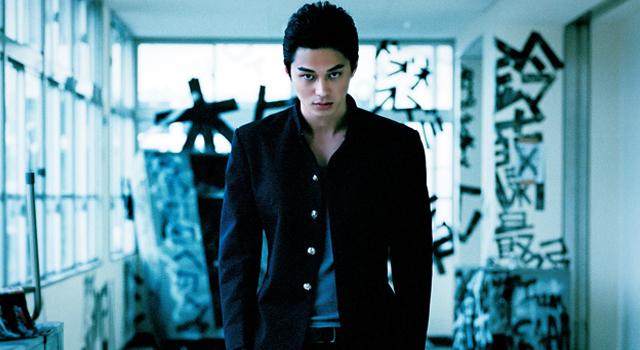 Masahiro Higashide dans le rôle de Kaburagi (Crows EXPLODE)